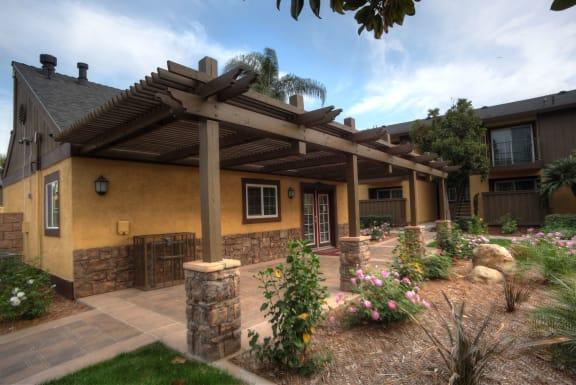 Courtyard Garden Space at Raintree Apartments, Highland, CA, 92346