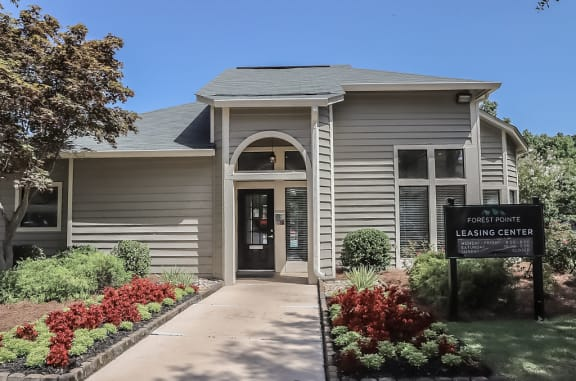 Entrance to Forest Pointe leasing center at Forest Pointe apartments for rent in Macon, GA