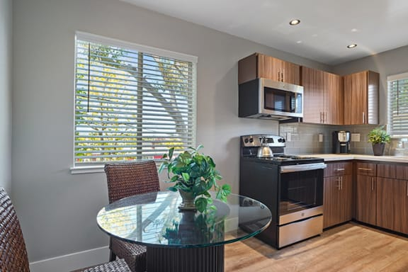 Dining Area at Colonial Garden Apartments, San Mateo, CA, 94401