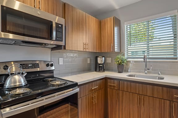 Electric Range In Kitchen at Colonial Garden Apartments, San Mateo