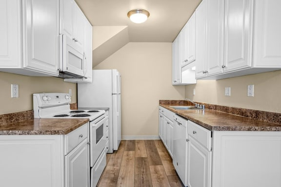 Efficient Appliances In Kitchen at Peninsula Pines Apartments, California