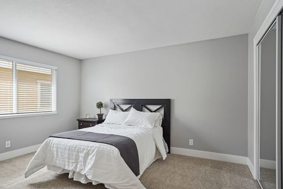 Beautiful Bright Bedroom at Parkside Apartments, California