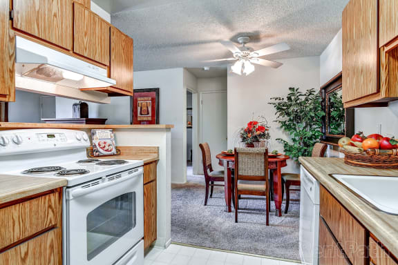 Fully Furnished Kitchen With Stainless Steel Appliances at The Seasons Apartments, San Ramon, CA
