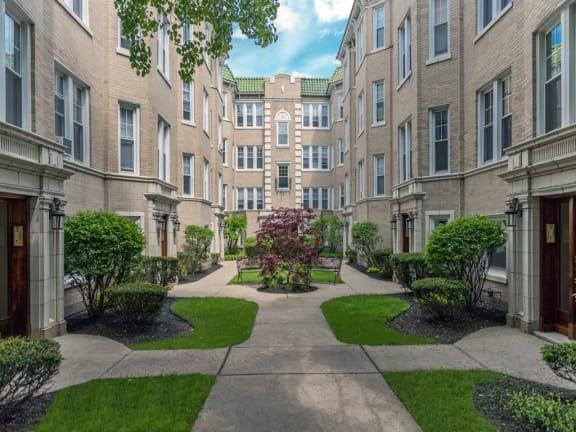 Green Manor - Courtyard