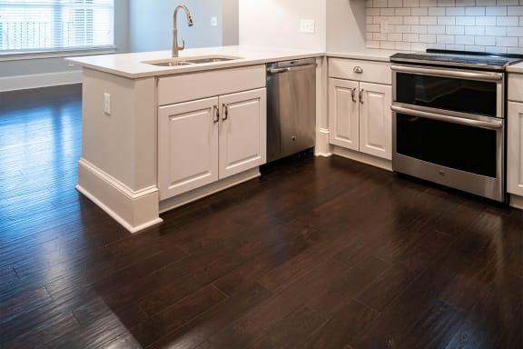 Hardwood Floor ¦ 511 Queens Apartments in Charlotte, NC