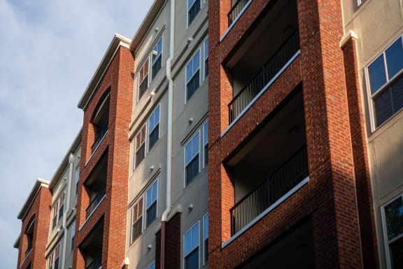 Private Balconies ¦ 511 Queens Apartments in Charlotte, NC