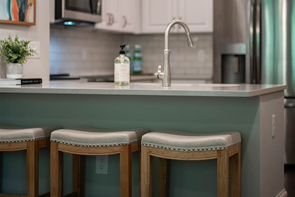 Breakfast Bar ¦ 511 Queens Apartments in Charlotte, NC