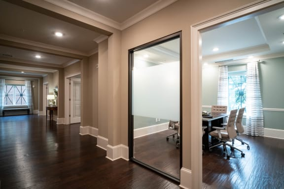 Business Center ¦ 511 Queens Apartments in Charlotte, NC