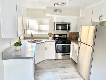210 Garfield kitchen with appliances