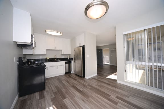 13558 Moorpark Apartments interior living space and kitchen
