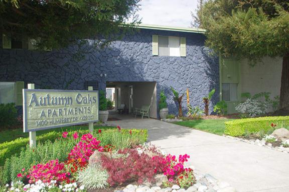 Entry sign l Autumn Oaks Apts in Suisun City, CA