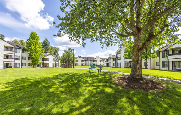 Chinook Park Enumclaw Apartments lush landscaping