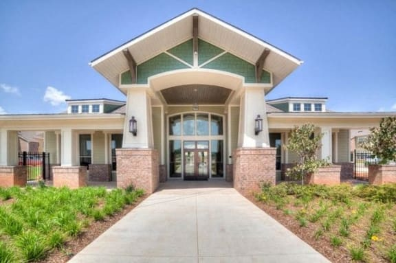 Grand Clubhouse Entrance at Kingston Crossing Apartment Homes, Bossier City, Louisiana, 71111