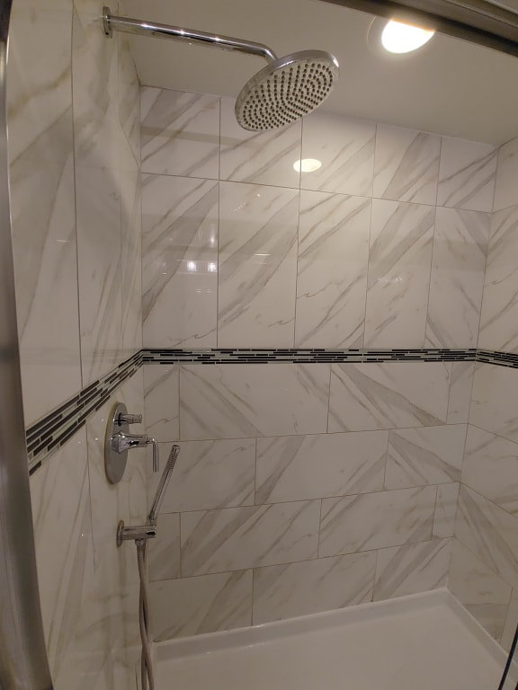 Modern Stand Up Shower at Somerset Place Apartments, Illinois, 60640