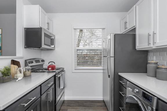 2 bedroom garden apartment - Stainless appliances