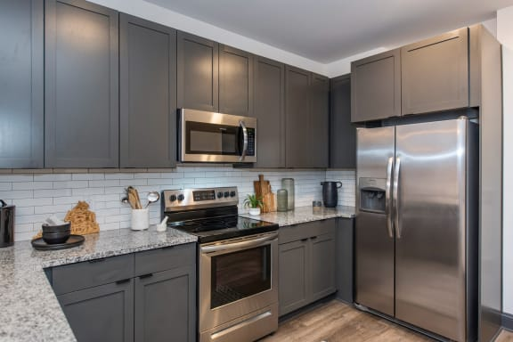 Stainless Steel Appliances at The Jamestown Apartment Flats, Richmond, VA 23224