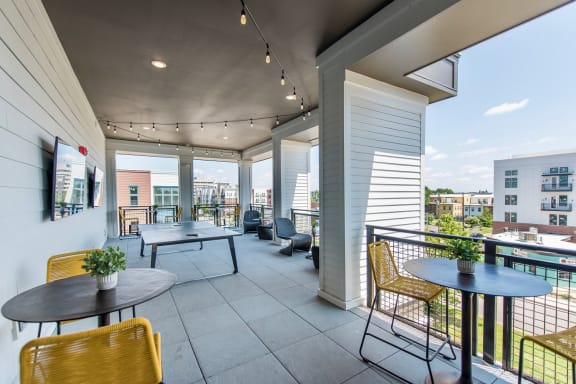 Outdoor Rooftop Lounge at The Jamestown Apartment Flats, Richmond, VA 23224