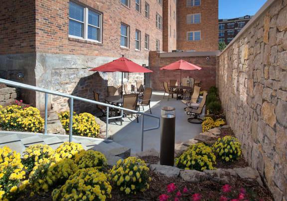 Courtyard-Valentine Apartments Kansas City, MO