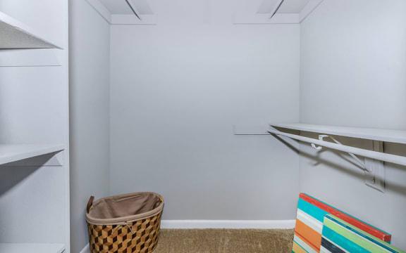 Mimosa 1x1 785 walk-in closet