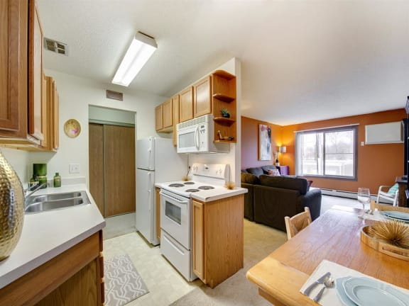 Minnehaha Manor Apartments in Oakdale, MN Kitchen