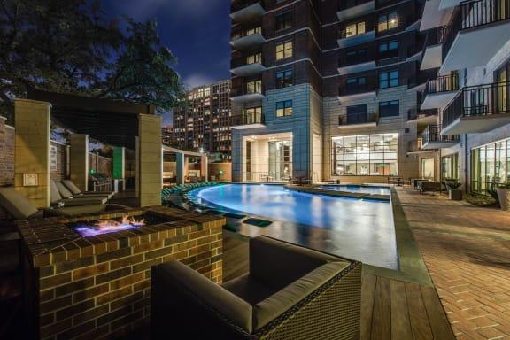 Luxurious Pool Courtyard