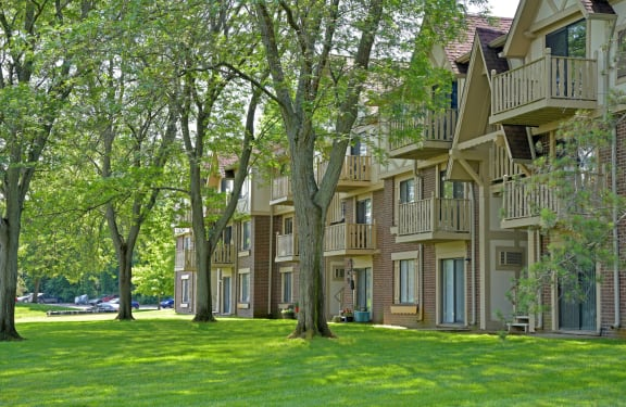 Vibrant Green Surroundings  at Sycamore Creek Apartments, Orion, MI