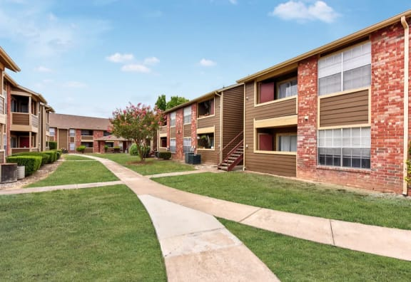 Exerior of Riverside Ranch apartments
