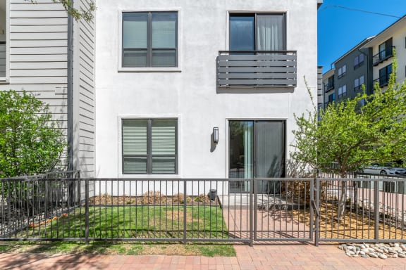 exterior apartment patio and balacony space