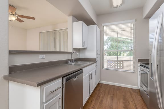 Arrowhead Landing Apartments - Upgraded kitchen in select units