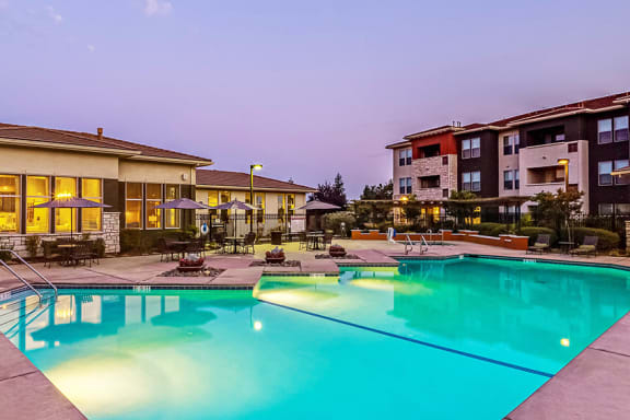 Quinn Crossing Apartments - Heated saltwater swimming pool and spa