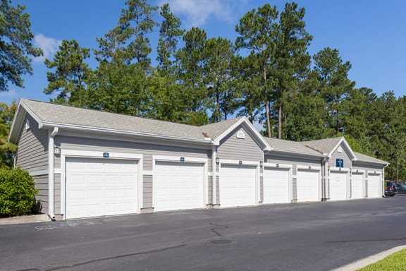 Courtney Station Apartments - Attached and detached garages