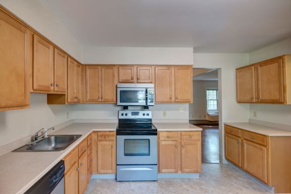 Townhouse Rentals at Mariners Hill Apartments in Marshfield, MA