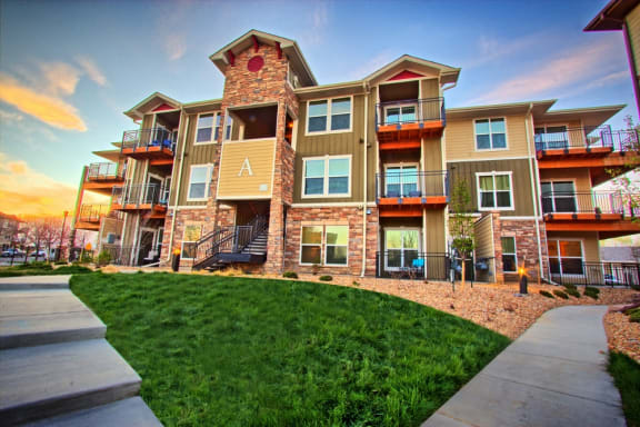 Pet Friendly Ironhorse Apartments Located North of Denver in Longmont, CO 80501