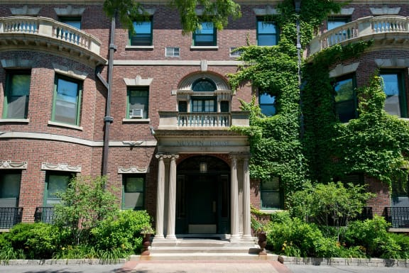 Renovated Apartment Homes Available at Reside on Wellington, Chicago, IL,60657