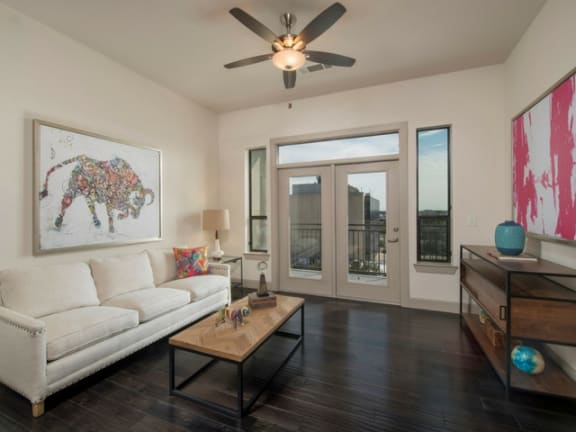 Spacious Living Room  at Midtown Houston by Windsor
