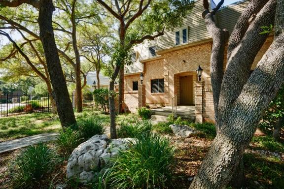 Luxury apartments at Le Montreaux in Austin, TX