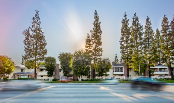 Canoga-Park-Luxury-Apartment-West-Hills-Exterior-Street-View