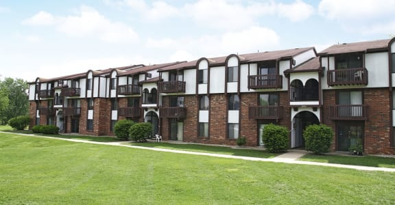 Beautifully Landscaped Park-like Grounds at Brookside Apartments in Springfield, MI