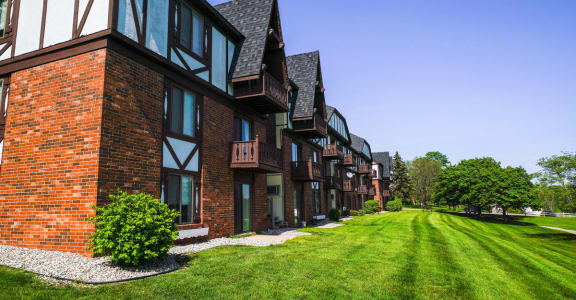 Expertly Maintained Grounds at Wingate Apartments, Michigan