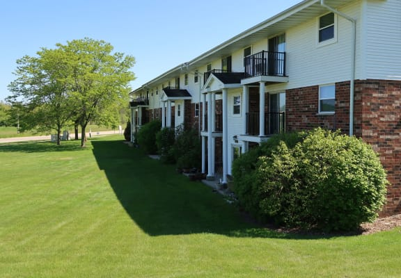 Beautifully Landscaped Grounds at Mission Hills Apartments, Franklin, WI