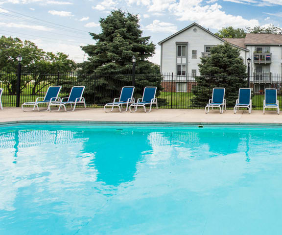 Large Pool with Sundeck at Bay Pointe Apartments, Lafayette, IN, 47909