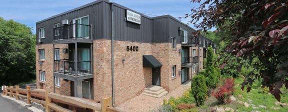 Edina Manor Apartments exterior