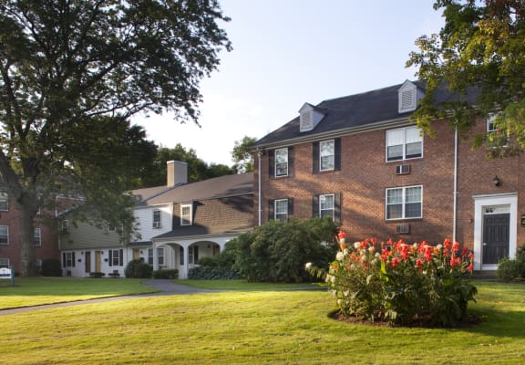 Sunny Day at Beverly Commons Apartments in Beverly MA