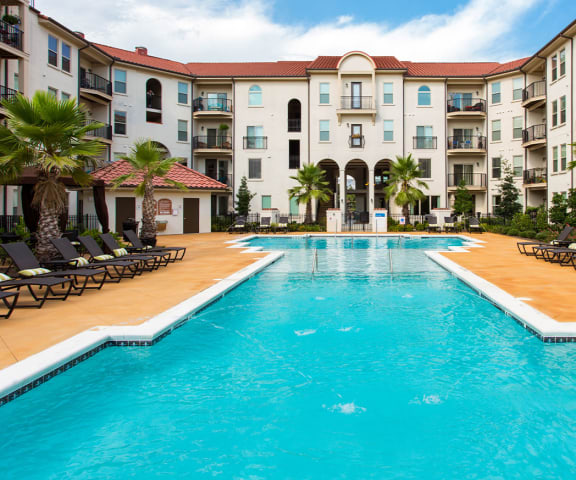 Pool and Sundeck at Two Addison Place, Pooler