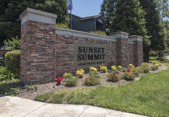 Sunset Summit Entryway Monument Sign