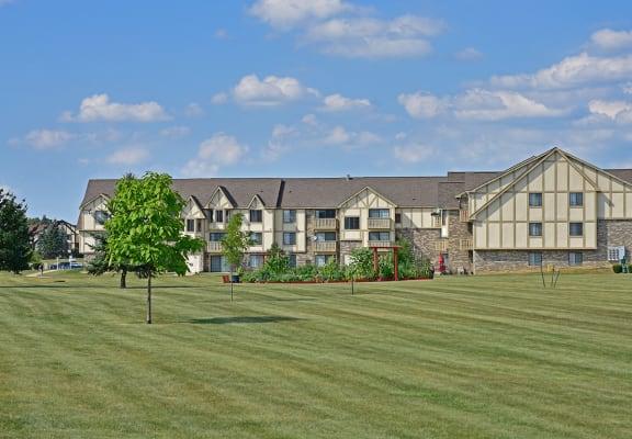 Beautiful Landscaping at Thornridge Apartments, Grand Blanc, 48439