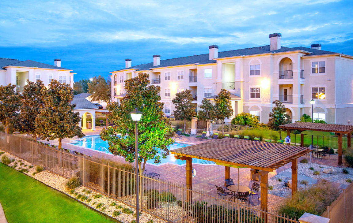 Pool area at Estancia Apartments in South Tulsa, OK, For Rent. Now leasing 1, 2 and 3 bedroom apartments.