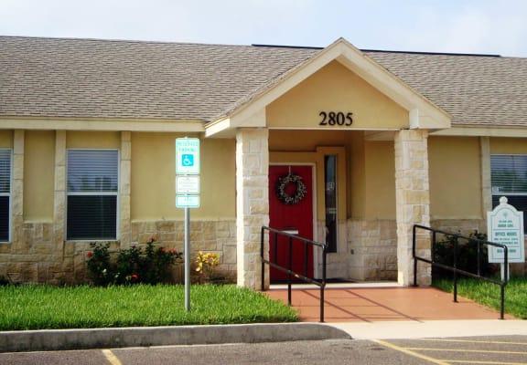 Arbor Cove_Leasing Office Exterior