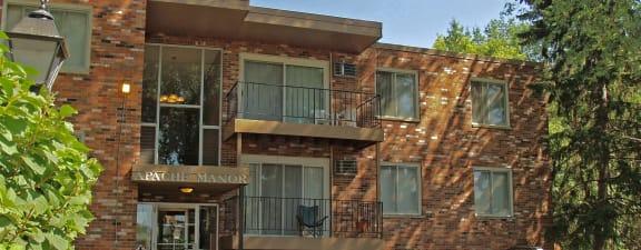 Apache Manor Apartments exterior