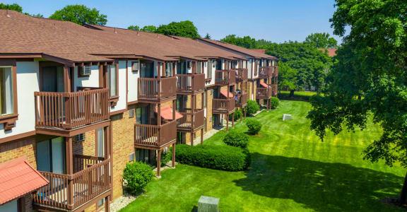 Beautifully Landscaped Community at Hickory Village Apartments, Indiana, 46545